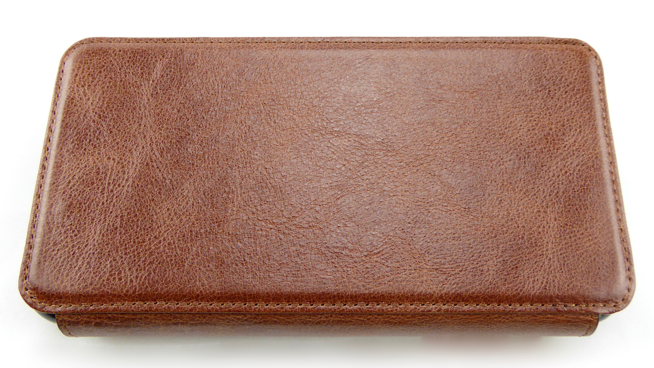 best sneakers 5a10b cbb4e Sena Wallet Book for iPhone 7 Plus: Genuine Leather, Drop Protection ...